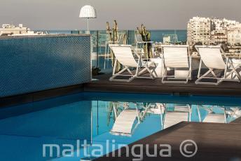 Basen na dachu z barem, Malta