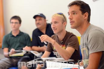 Uczniowie języka angielskiego w klasie