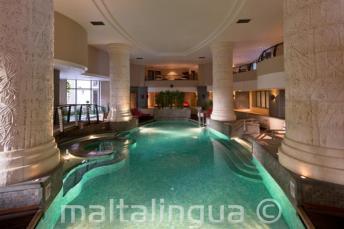 Spa oraz kryty basen w hotelu Le Meridien St Julians, Malta