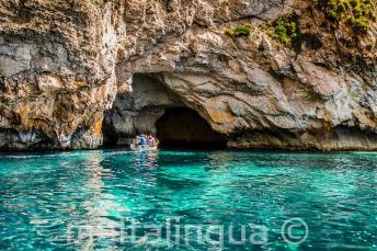Krystaliczne wody Blue Grotto, Malta.