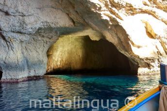 Wnętrze gory w Blue Grotto