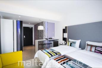 Nowoczesny pokój hotelowy w hotelu Valentina, Malta