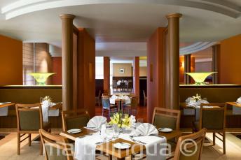 Restauracja hotelowa w Le Meridien, St Julians