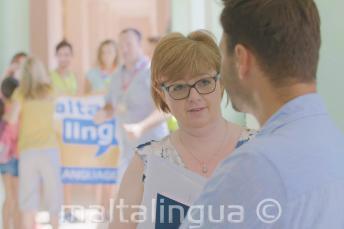 Pracownicy Maltalingua w szkole dla młodzieży i dzici