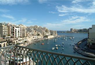 Widok na Spinola Bay z hotelu Juliani