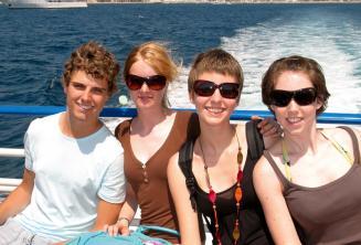 Rodzina podczas rejsu statkiem na kursie języka angielskiego