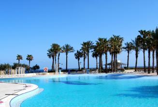 Basen z widokiem na morze w hotelu Hilton