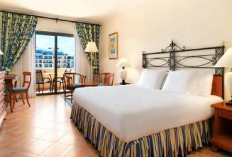 Sypialnia w hotelu Hilton, Malta