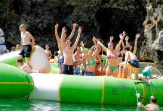 Uczniowie w parku wodnym na Malcie