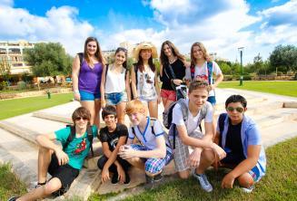 Park przy szkolnej rezydencji dla młodzieży