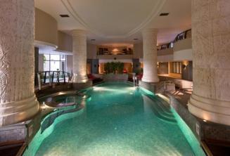 Kryty basen i spa w hotelu Le Meridien w St Julians, Malta