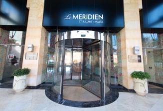 Wejście do hotelu La Meridien w St. Julian's