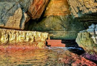 Barwne wody Blue Grotto