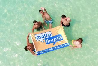 Młodzież na wycieczce w Blue Lagoon, Malta