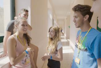 Uczniowie podczas przerwy na obozie języka angielskiego