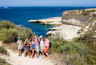 Kursanci odwiedzają St Peter's Pool, Malta