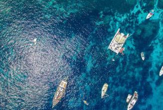 Zdjęcie statków w Crystal Bay, Comino